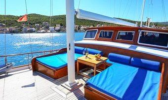 Kaya Gunery II yacht charter lifestyle