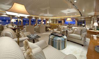 Sea Huntress yacht charter lifestyle