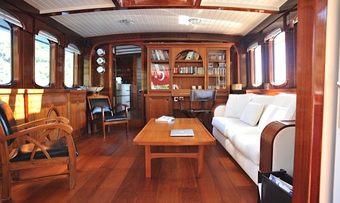 Larimar yacht charter lifestyle