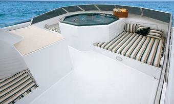 El Jefe yacht charter lifestyle