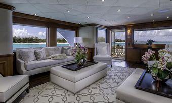M3 yacht charter lifestyle
