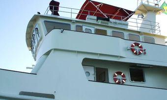 Deslize yacht charter lifestyle