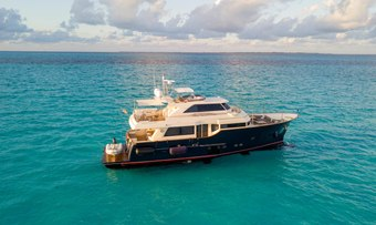 Nomada yacht charter Mochi Craft Motor Yacht