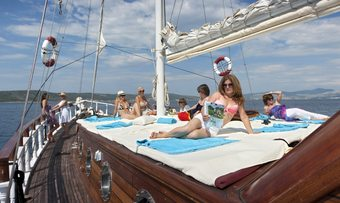 Aborda yacht charter lifestyle