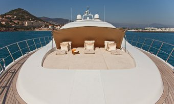 Delhia yacht charter lifestyle