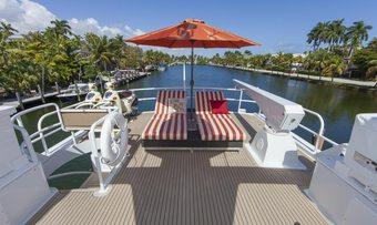 Island Vibe yacht charter lifestyle