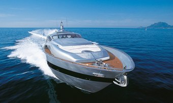 Cinque yacht charter lifestyle