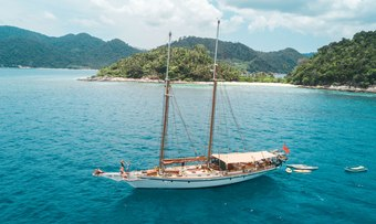Dallinghoo yacht charter lifestyle