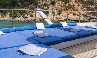 Alcor yacht charter lifestyle