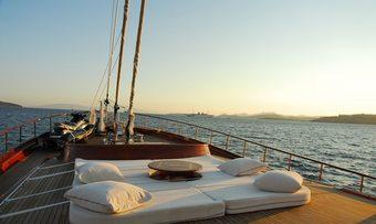 Carpe Diem IV yacht charter lifestyle