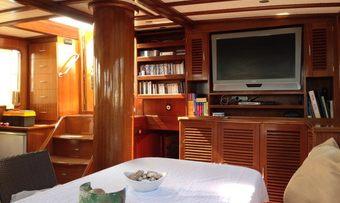 Avrasya yacht charter lifestyle