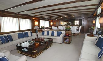 El Caran yacht charter lifestyle