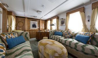 Malahne yacht charter lifestyle