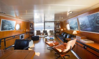 Libra Y yacht charter lifestyle
