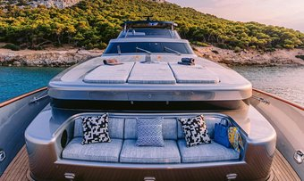 Oval yacht charter lifestyle