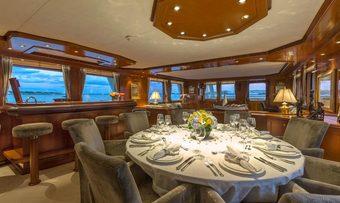 Zeepaard yacht charter lifestyle