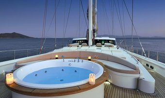 Dolce Mare yacht charter lifestyle