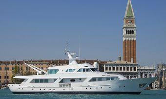 El Caran yacht charter Benetti Motor Yacht