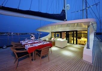 Perla del Mare yacht charter lifestyle