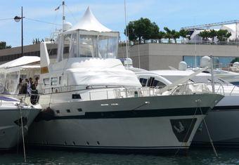 El Bravo yacht charter lifestyle