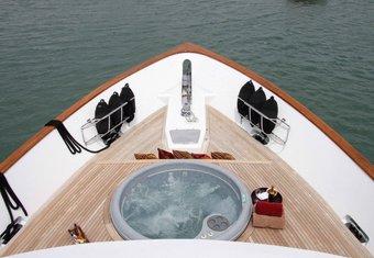 Empire Sea yacht charter lifestyle