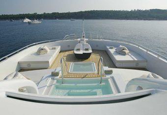 Siren yacht charter lifestyle