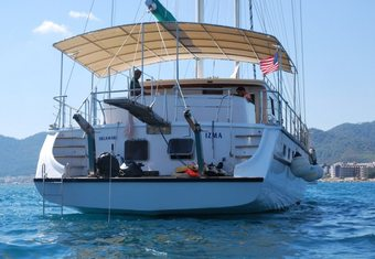 Izma yacht charter lifestyle