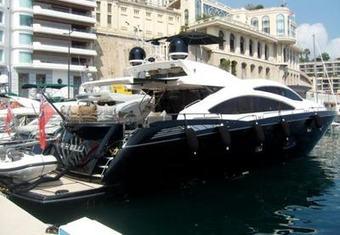Free Willi yacht charter lifestyle