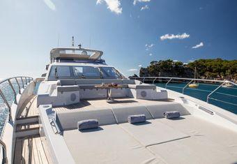 Akama yacht charter lifestyle