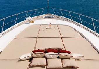 Little Zoe yacht charter lifestyle