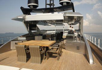 Tee-Dje yacht charter lifestyle