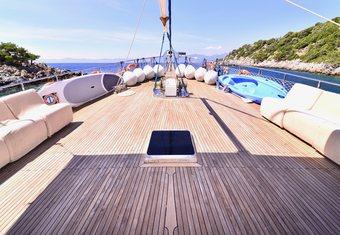 Baba Veli 8 yacht charter lifestyle