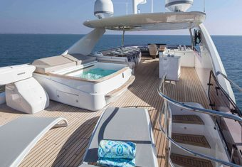 Hot Pursuit yacht charter lifestyle