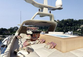 Hom yacht charter lifestyle