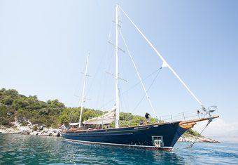 Lauran yacht charter lifestyle