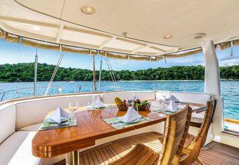 La Numero Uno yacht charter lifestyle