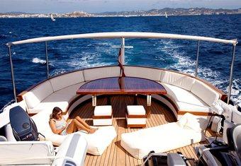 Spoom yacht charter lifestyle