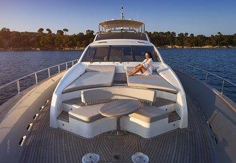 Hummingbird yacht charter lifestyle