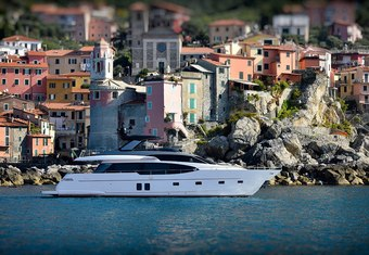 EM3 yacht charter lifestyle
