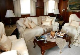 Dauntless yacht charter lifestyle