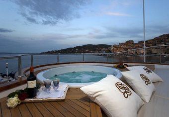 Sirahmy yacht charter lifestyle