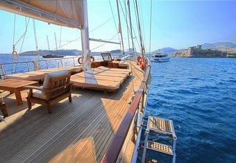 CEO III yacht charter lifestyle