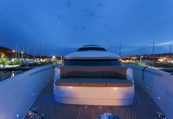 Zambezi yacht charter lifestyle