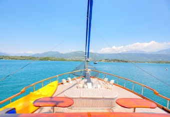 Lady Sovereign II yacht charter lifestyle