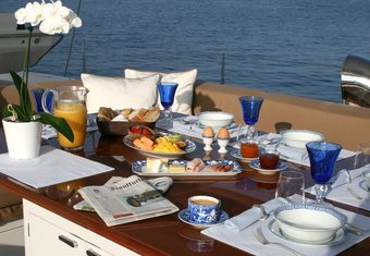 Cavallo yacht charter lifestyle