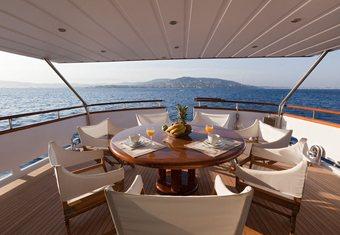 Dune yacht charter lifestyle
