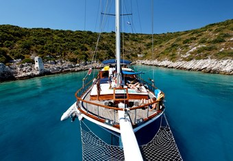 Perla yacht charter lifestyle