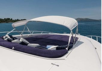 Speedy T yacht charter lifestyle