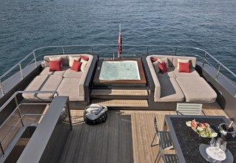 Tesoro yacht charter lifestyle