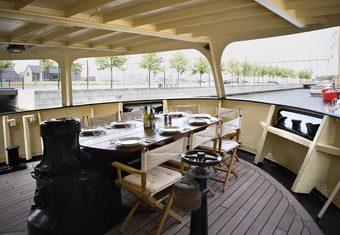 Navigator yacht charter lifestyle